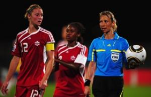 Női labdarúgó vb - Gaál Gyöngyi a játékvezetők között